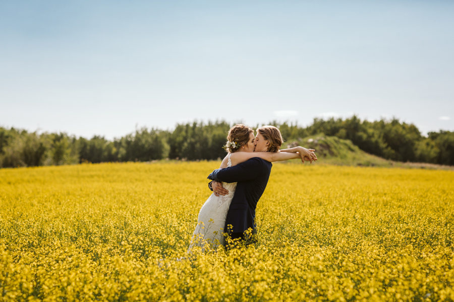 wedding-photos-in-canola-field