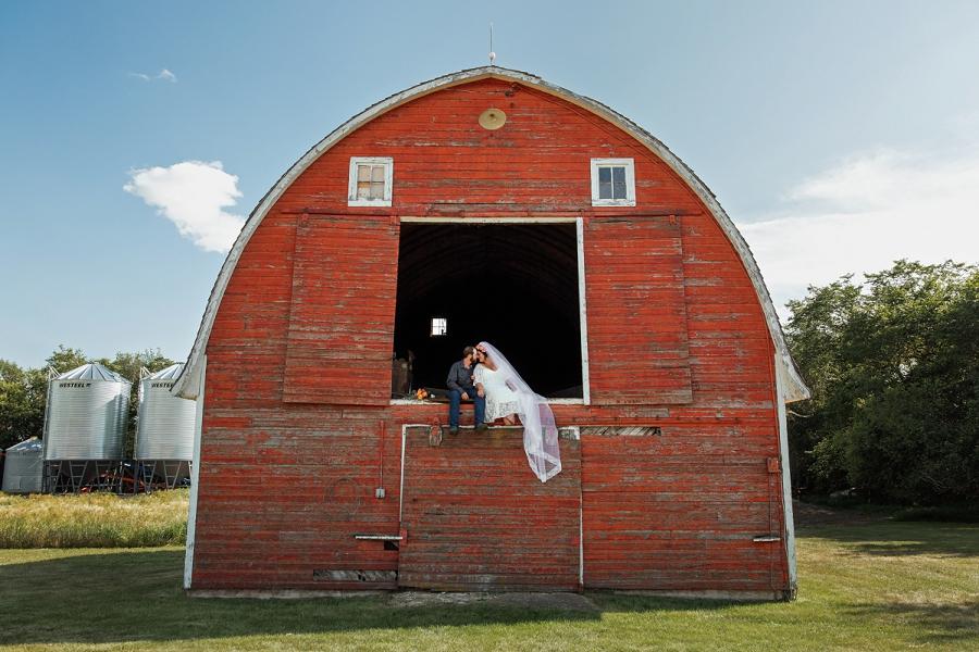 barn wedding in saskatchewan